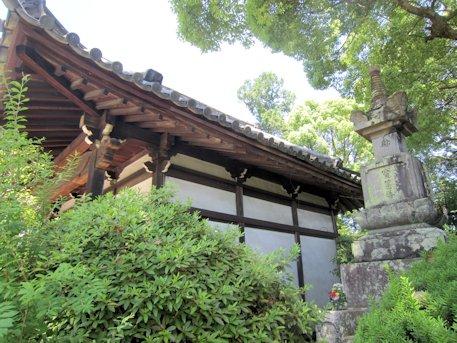 久米寺の宝篋印塔