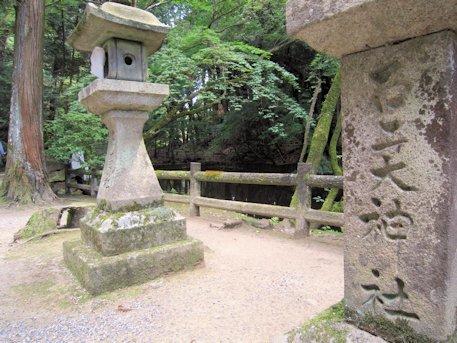 石上神宮の石灯籠