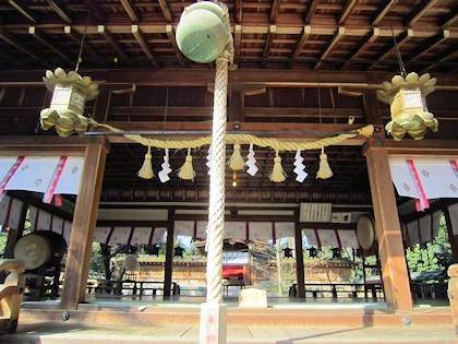 広瀬神社拝殿と本殿