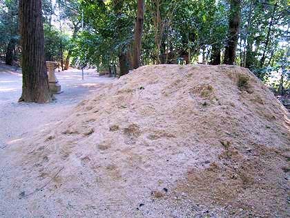 広瀬神社参道の砂