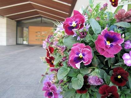 万葉文化館玄関口