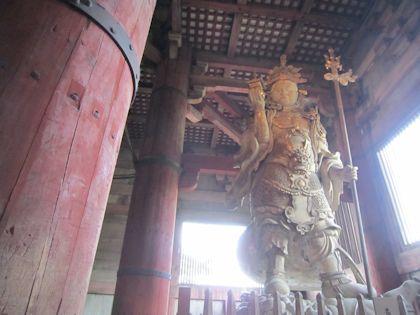 東大寺大仏殿の毘沙門天と大仏の柱くぐり