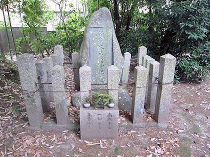 柿本人麻呂の墓