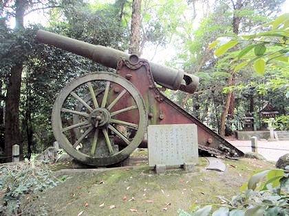 笛吹神社の大砲