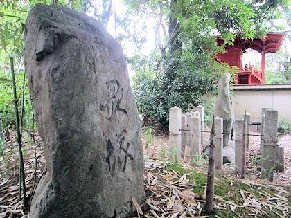 歌塚 柿本人麻呂の墓 柿本神社本殿