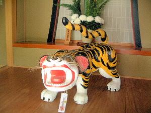 信貴山朝護孫子寺の張子の虎