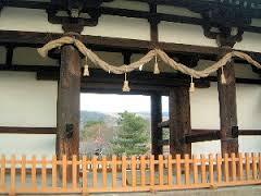 東大寺転害門と若草山