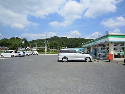 ファミリーマート御所冨田店の駐車場