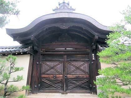 大徳寺総見院の正門