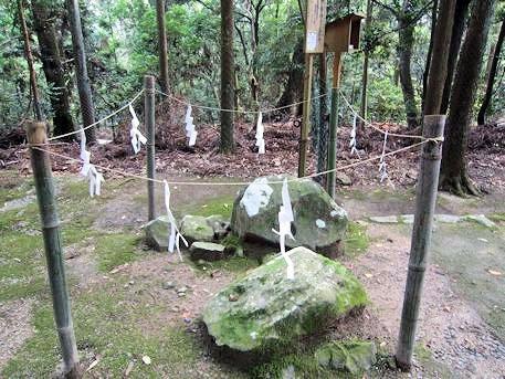 伊勢神宮遥拝所の石