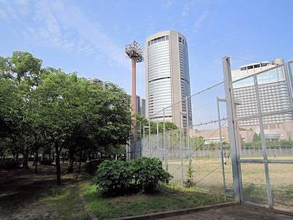 桜ノ宮野球場とOAPタワー