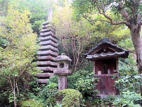 神童寺の十三重石塔