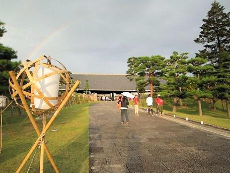 奈良県新公会堂と虹