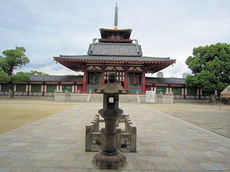 熊野権現礼拝石と仁王門と五重塔