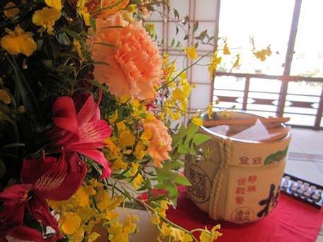 会場装花と酒樽