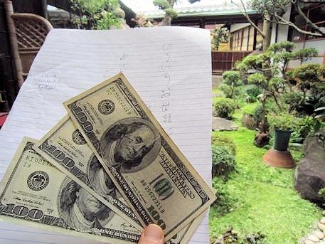 100ドル紙幣とお礼の手紙
