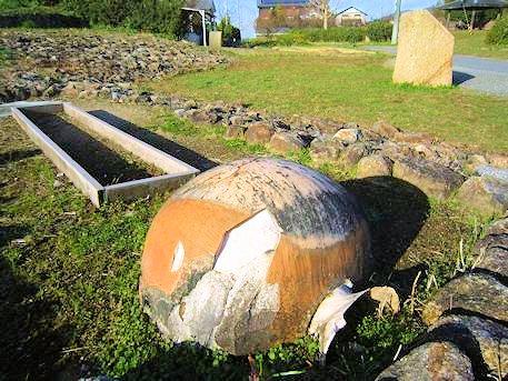 ホケノ山古墳の壺と説明版