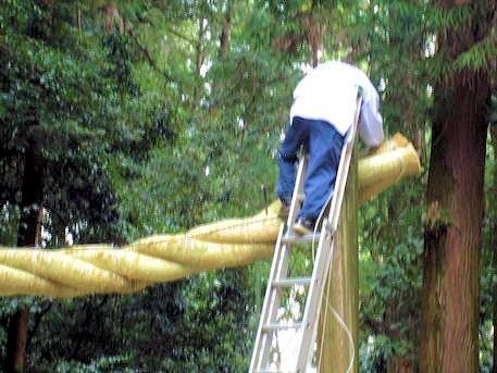 注連縄と梯子作業