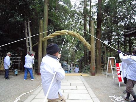 狭井神社の注連縄