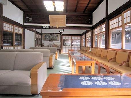 大神神社の待合室
