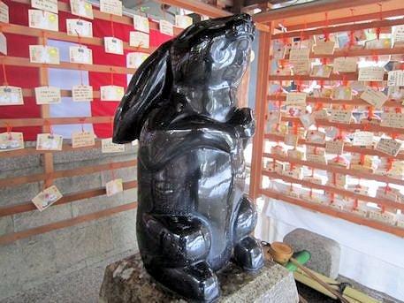 岡崎神社の厄除子授兎