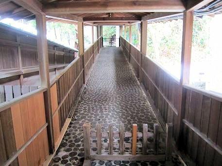 岡崎神社の回廊