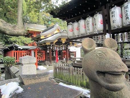 満足稲荷神社の狐