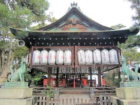 満足稲荷神社の舞殿