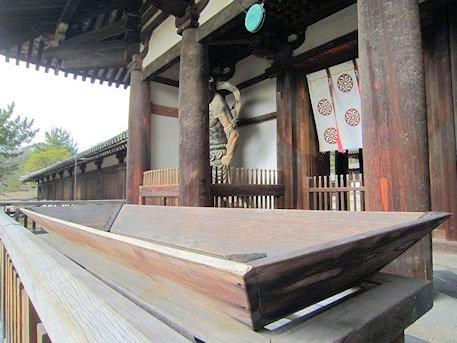 法隆寺中門の賽銭箱