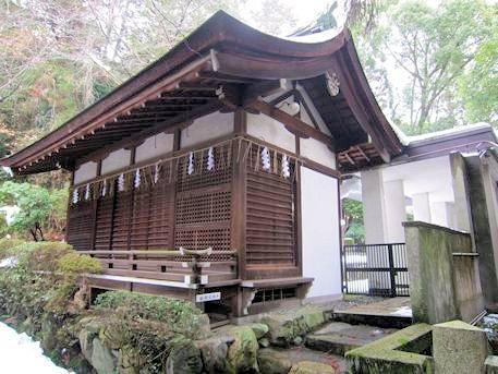 岡崎神社本殿右の建物