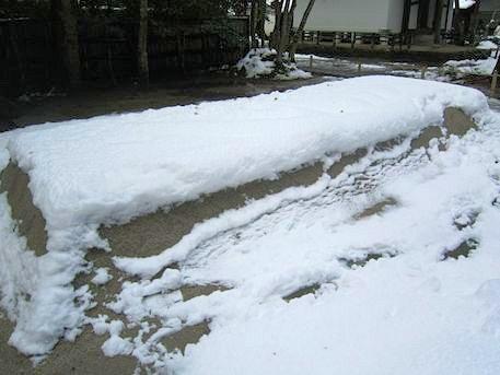 法然院白砂壇の雪
