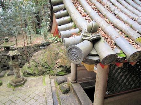 桃の屋根瓦
