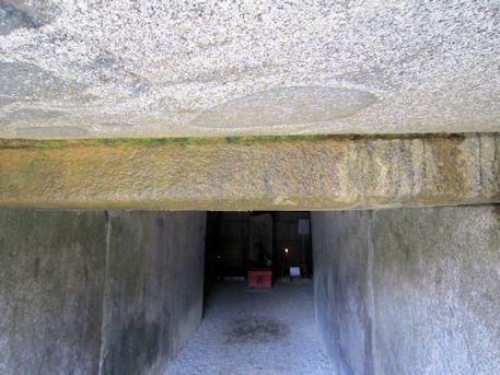 文殊院西古墳の羨道入口