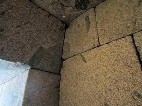 文殊院西古墳の切石