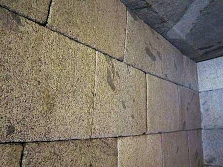 文殊院西古墳玄室の切石