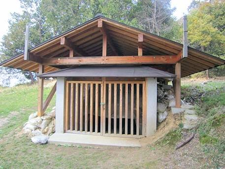 菖蒲池古墳の覆い屋根