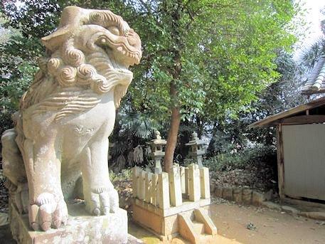 櫛玉命神社の狛犬と御神木