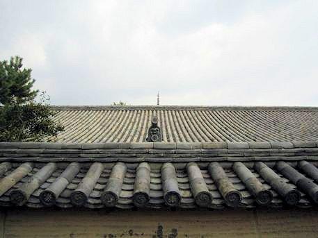 法隆寺西室と五重塔水煙