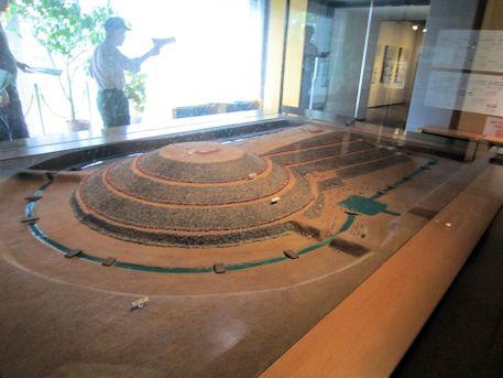 巣山古墳の模型