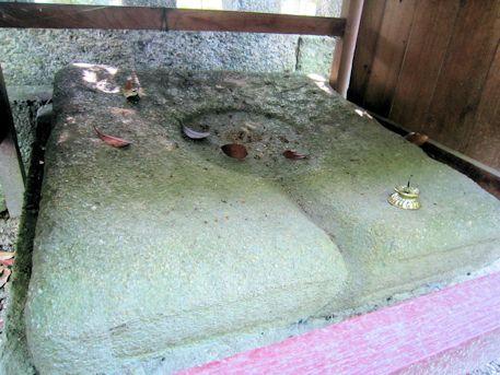 鏡作神社の鏡石