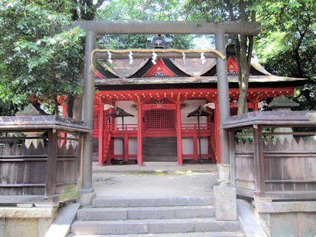 鏡作神社本殿の鳥居