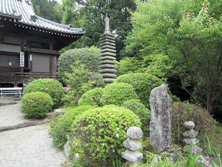 子嶋寺の十三重石塔