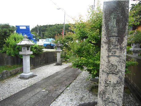 高皇産霊神社の社号標