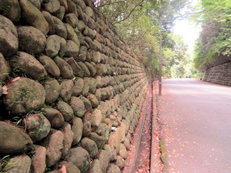 石上神宮参道の石垣