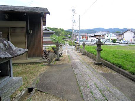 高皇産霊神社の参道