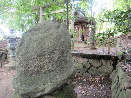 神田神社の烏帽子岩