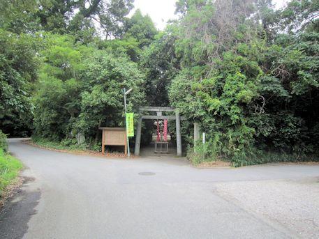 村屋神社の駐車場