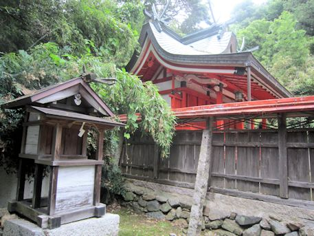 服部神社と村屋神社本殿