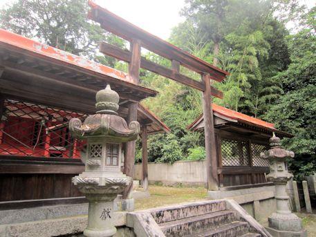 村屋神社本殿の鳥居