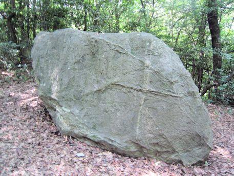蛇つなぎ石